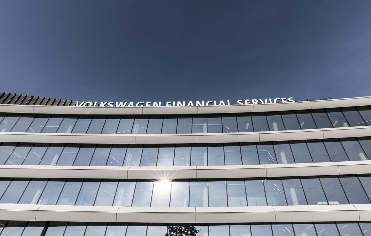 Volkswagen Financial Services_37